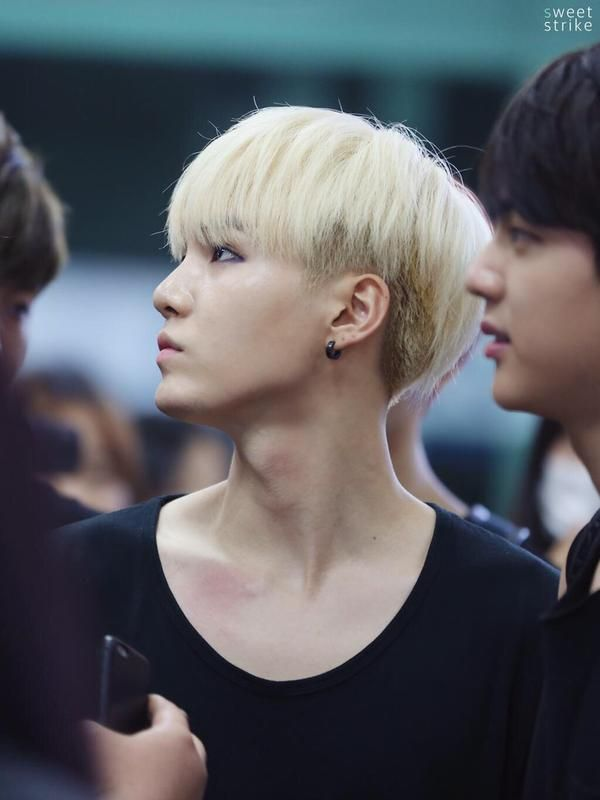 Suga and his perfect jawline!! ♡