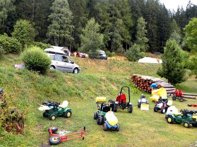 tractors, skelters, en ander groot materieel voor de kids