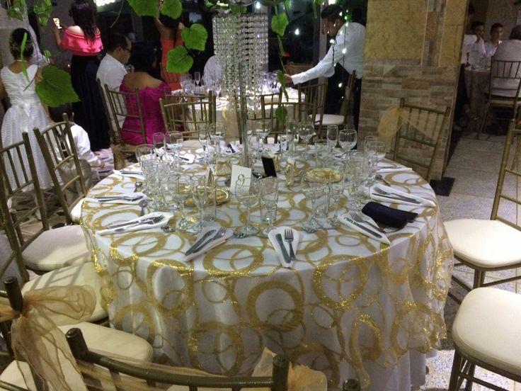 mesas decoradas con romanticismo, dorado, blanco
