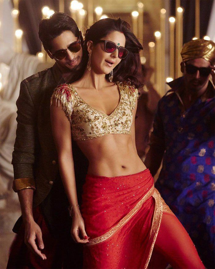 Katrina Kaif Hot and Sexy Abs From Kala Chashma Song, Baar Baar Dekho Movie.