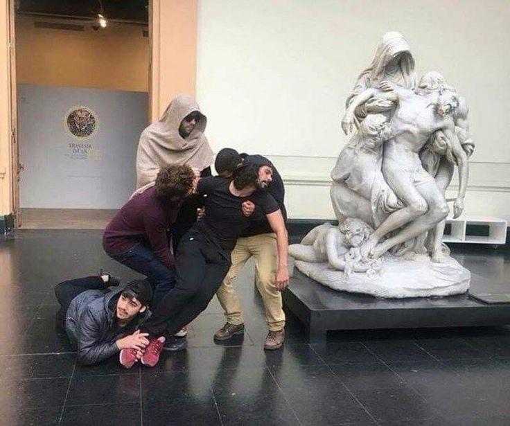 В музее прикольные картинки