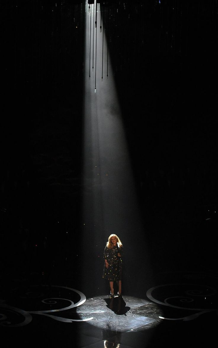 Stage curtains spotlight - Adele Performs At The 2013 Oscars