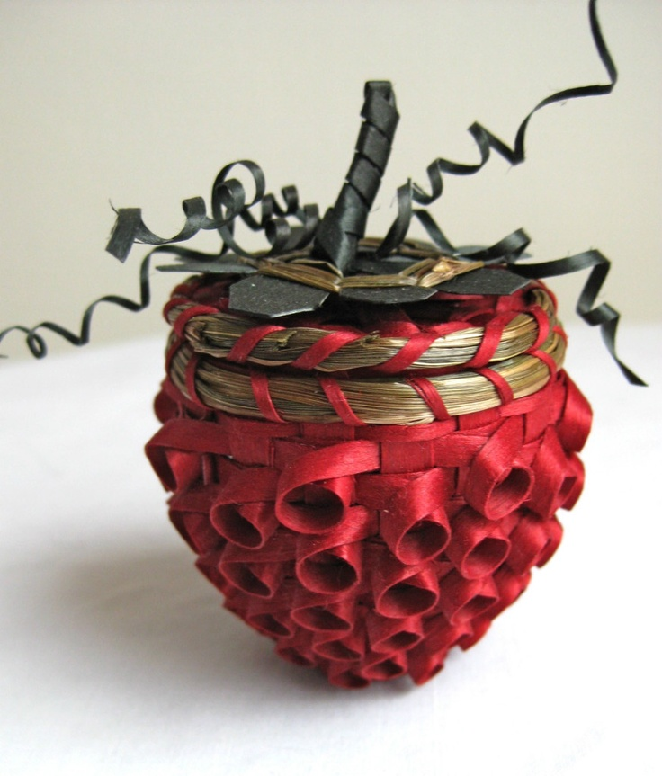 Pam outdusis Cunningham   Small Strawberry basket.  Ash splint basket with sweetgrass (on rim)
