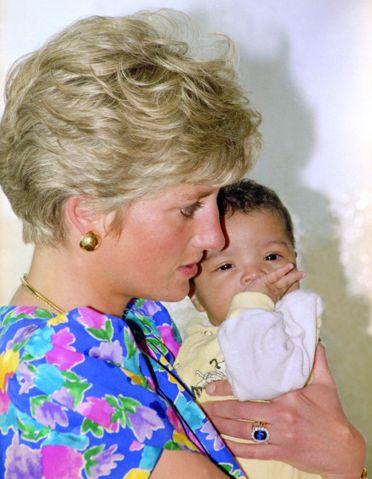 【ELLE】1991年4月 新たな暴露本が出版! チャールズ皇太子とダイアナ元妃の悲しすぎる結婚生活を写真で検証 エル・オンライン