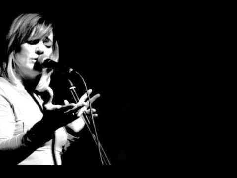 Birsen Tezer - Ne Tuhaf (ft İlhan Şeşen) - YouTube