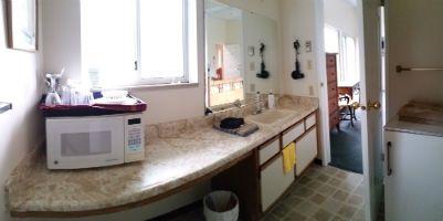 Victoria BC accommodations - Bayridge king room kitchenette