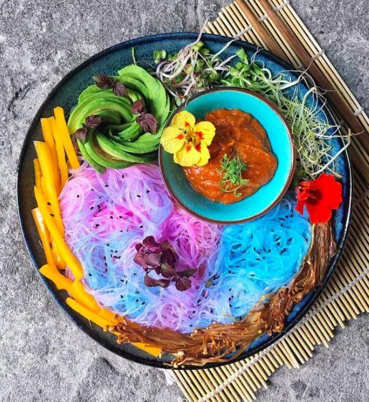 Tęczowy makaron - trend kulinarny 2017