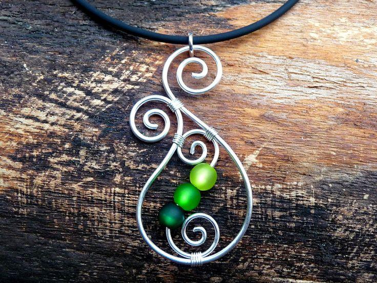 Ketten & Colliers - Halskette ♥ Aotearoa ♥ Drahtschmuck - GRÜN - - ein Designerstück von arohanui bei DaWanda                                                                                                                                                                                 Mehr