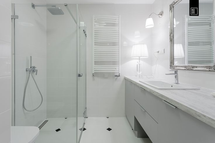 White, modern, minimalistic bathroom designed by KODO