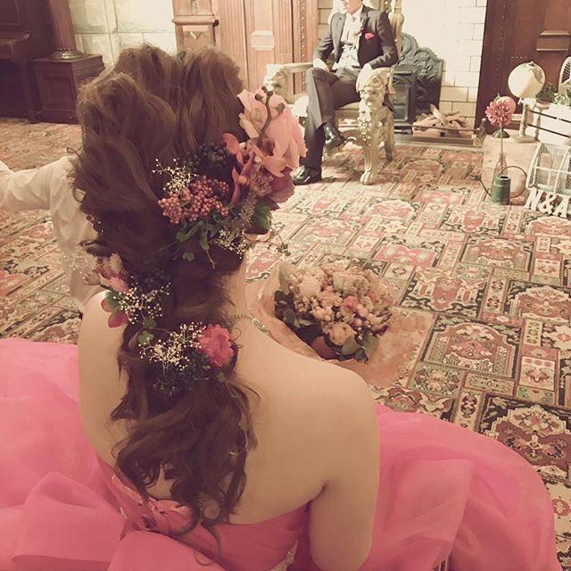 カラードレス♡ 生花をまぜて… すごく可愛かった!当日も楽しみです\(^o^)/ #ヘアアレンジ#ウェディング#ブライダル#ブライダルヘア#結婚式#花嫁#グランドパティオ#パティオ#グランドパティオ都城 #LaBoom#ラブーム#LaBoomWedding#宮崎#都城#美容室#都城美容室#ラブームウェィング #白ドレス#披露宴#前撮り#色打掛#色ドレス