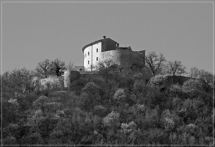 TOURISM in The Marches Region – ITALY - Città di Cagli - Il Castello di Naro - © Copyright Photo Piero Evandri - www.italiamarche.com