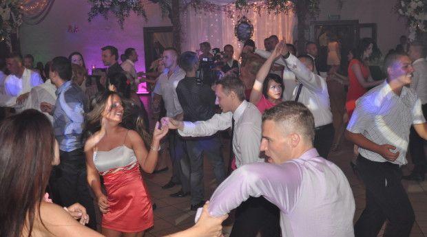 Przy jakiej muzyce lubimy się bawić na weselu?