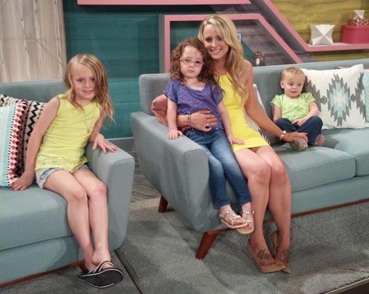 Leah Messer Twitter: 'Teen Mom 2' Posts Updates Before Custody Battle For Twins [VIDEO]