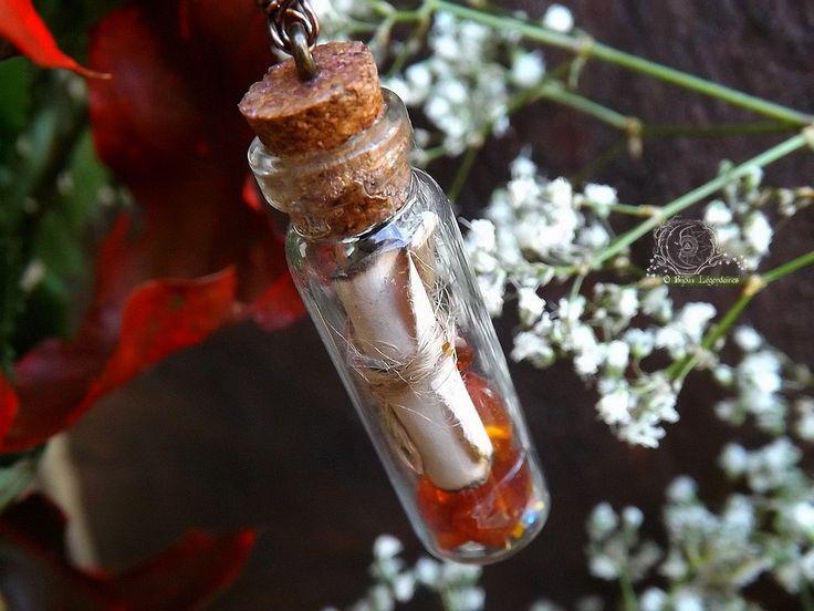 Collier fiole antique et son parchemin, ambre, grenat, pierre de lune adulaire: ᘛ Talisman des Apothicaires draconiquesᘚ : Collier par obijouxlegendaires