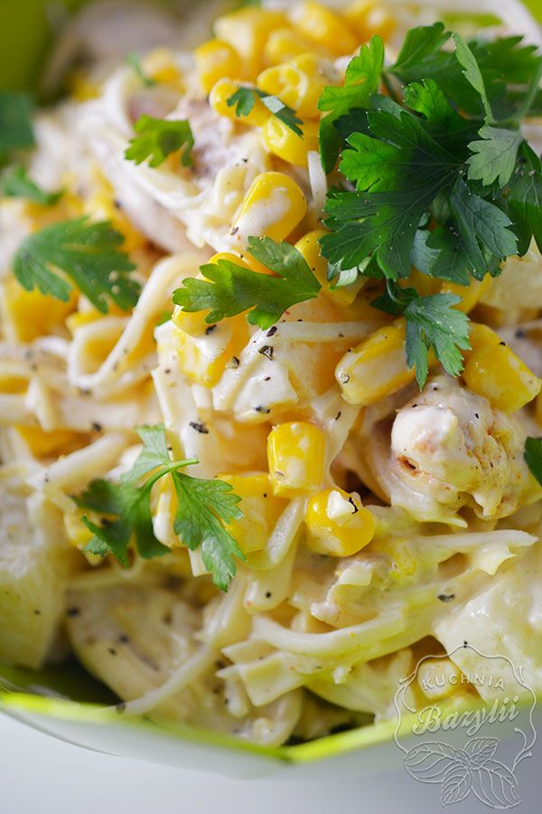 Sałatka z kurczakiem i ananasem sprawdzi się na każdej domówce! Przygotowanie zajmuje tylko 20 minut. Sprawdź koniecznie przepis!