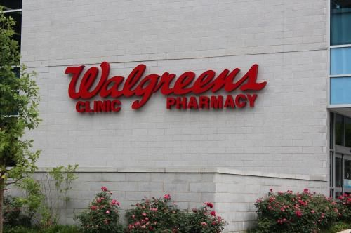 Walgreens Boots Alliance Inc. and Rite Aid Corp. abandoned their $9.4 billion merger agreement and instead Walgreens will by about half of…