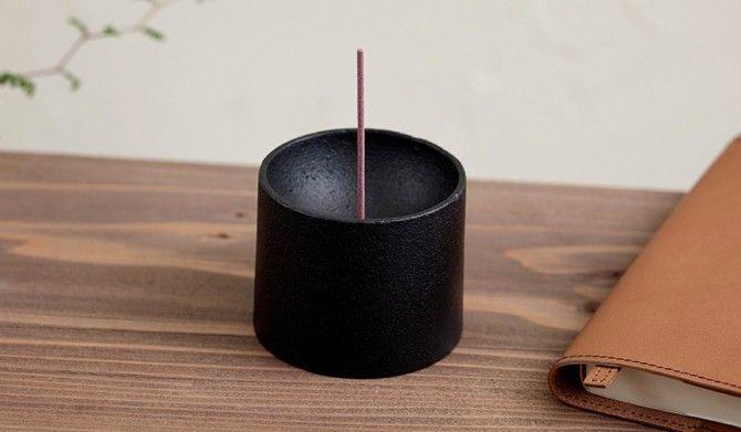 灰を撒き散らしてしまう問題を解決鋳物のお香立てMETAPHYSTOTT