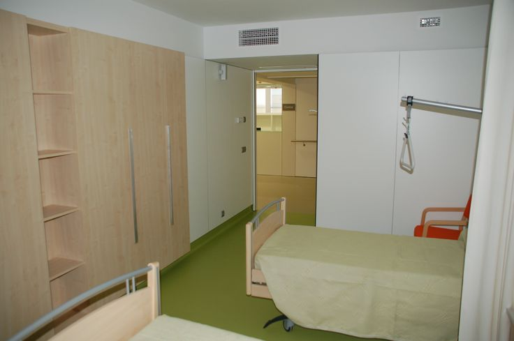 Senior Assisted Living Residence. Building with basement, ground floor and two upper modular floors. The basement houses the car park and the ground floor has the day centre and the extension of the Marià Fortuny primary care clinic as well as the common access space for the accommodation. The two upper floors are the sheltered accommodation with capacity for 72 beds. Detail of rooms interior.