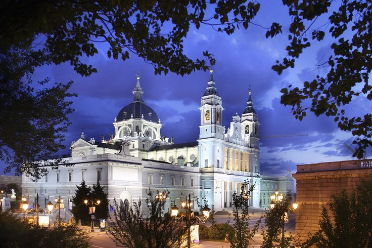 La larga espera de la catedral de la Almudena - 100 cosas sobre Madrid que deberías saber