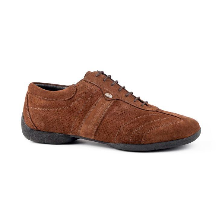 Denne seje dansesneakers er fra PortDance og er fremstillet i brun ruskind. Modellen PD Pietro Braga Street er en superlækker dansesneakers med kvaliteten helt i top inden for komfort, smidighed og lethed. Super til spins. Fåes hos Nordic Dance Shoes: http://www.nordicdanceshoes.dk/portdance-pd-pietro-braga-street-brun-nubuck-laeder-dansesko#utm_source=pin