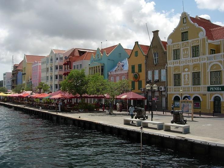 Willemstad en Aruba, Esta hermosa ciudad se encuentra hacia los alrededores de Oranjestad.    Fuente: http://mundoteka.com