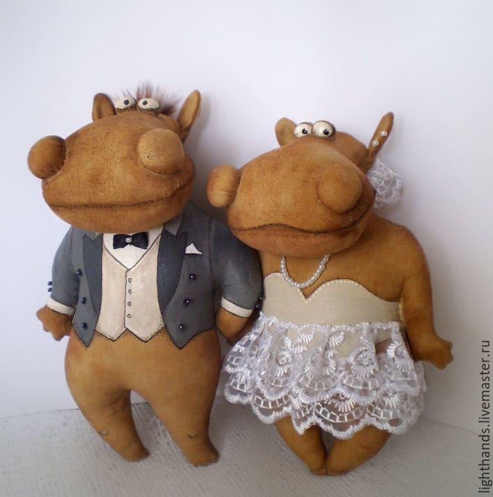 Купить Свадебные бегемотики. Кофейный набор - бегемотик, жених и невеста, кофейная игрушка, авторская игрушка