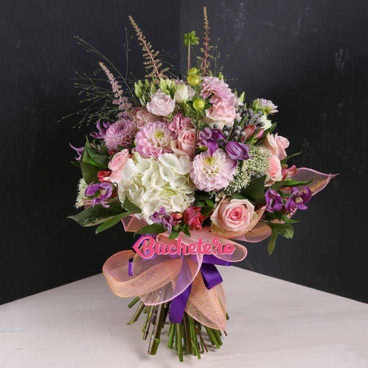 Zilele astea, în atelierul nostru, a fost anotimpul daliilor.   Pe noi ne-au cucerit aceastya floare a dorului și dragului.  Voi cui i-ați oferi-o?   #floriarie #livrareflori