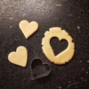 selbst zuckerfreies Marzipan zum Dekorieren des Kuchens machen – Süßigkeiten – #Deco …   – Torten Ideen