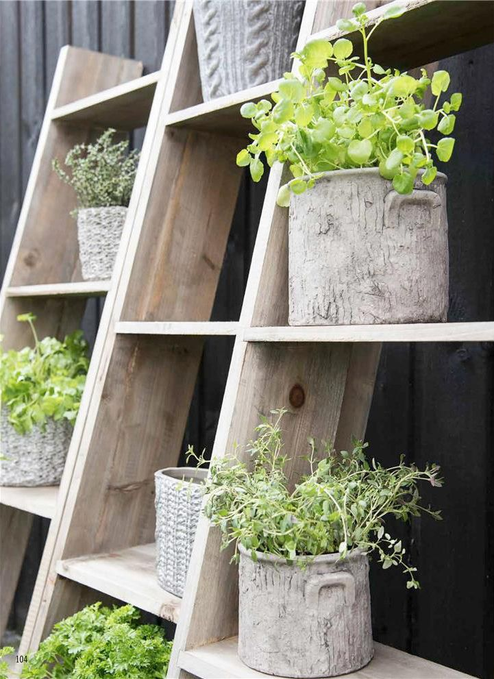 houten rek voor planten - storage for plants - wood - outdoors