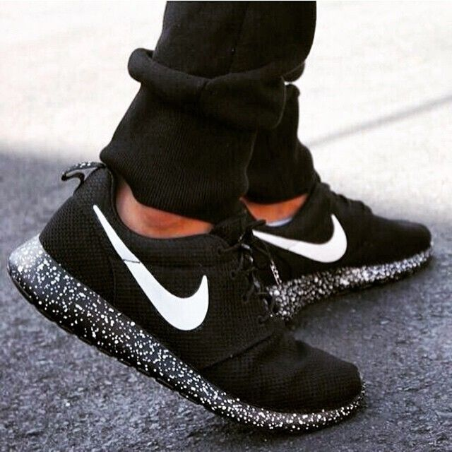 LAides and GenTs ….did you know you can go to www.nike.com/nikeid !?!? check it out it's amazing how many options you have ! XXX-BUTONZ #nike #sneakers #fitness #fitinsta #style #fashionblogger #ladies #and #gentlemen #money #boss #createyourlife #unique #dreamer #fabulous #classy #runners #nikelovers #comfortable #stylish #styleadvice #ootd #followme #blackwndwhite #customnikes