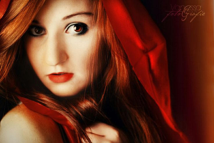 I love the intensity of this portrait's red tones, both in her hair and make-up, and in the cloak. Image by  V∆NESS∆ GERL∆CH (CC-BY-ND).