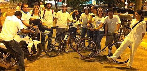 No desafio de encarar o trânsito do Recife, bicicleta vence moto, carro e metrô - Na hora do rush, qual a forma mais rápida de se locomover dentro da cidade? Entre 12 transportes postos em julgamento nesta quinta-feira no Recife, a bicicleta levou vantagem diante de veículos como moto e metrô. Do Centro (Shopping Boa Vista) à Zona Sul da cidade (Shopping Recife), o ciclista precisou de 36 minutos, 2 a menos que quem fez o percurso de moto. A diferença da bike para o metrô foi de 23 minut