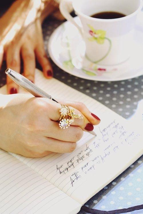 Escrever, rabiscar e colocar ideias no papel.