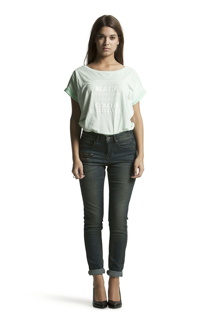 Debra Tee with Diamond HW Blue Zip Jeans