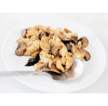 Poulet aux champignons Linéadiet (minceurmoinscher.com) Fricassée de poulet aux champignons hyperprotéiné  Succombez à l'alliance subtile du poulet des champignons, à laquelle vient s'ajouter une crème légère et des aromates savoureux. Ce plat hyperprotéiné conviendra parfaitement à vos déjeuners ou dîners de régime, chez vous ou au bureau.