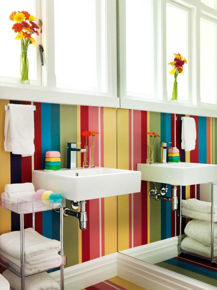 Brightly striped Murafloor vinyl gives colour to the guest bathroom walls and floor.