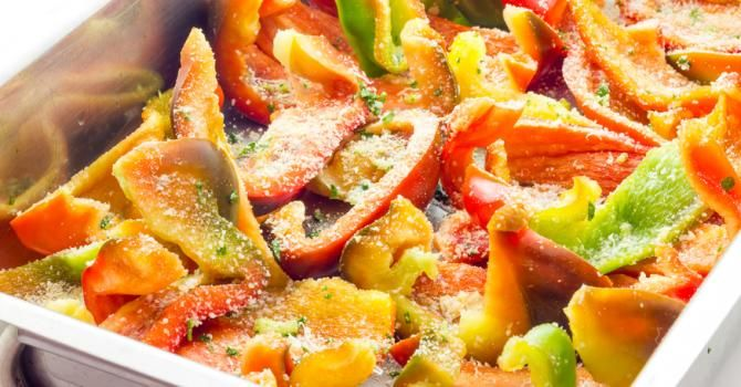 Recette de Gratin tricolore aux poivrons et parmesan Croq'Kilos. Facile et rapide à réaliser, goûteuse et diététique.