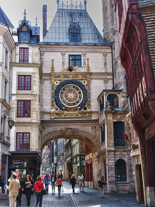 A arquitetura luxuosa na agitada cidade de Rouen, a 1 hora e meia de Paris