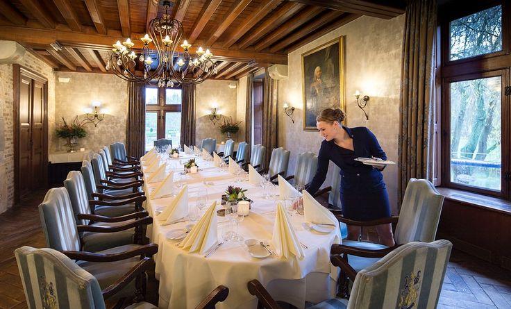 Kasteel TerWorm biedt u diverse sfeervolle aparte salons voor feestelijke en zakelijke bijeenkomsten voor gezelschappen van 2 tot 40 personen.