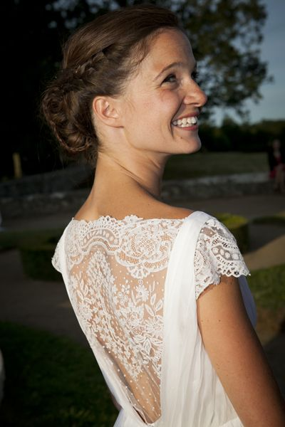 stunning dress with lace back & cap sleeves | Robes de mariée Constance Fournier
