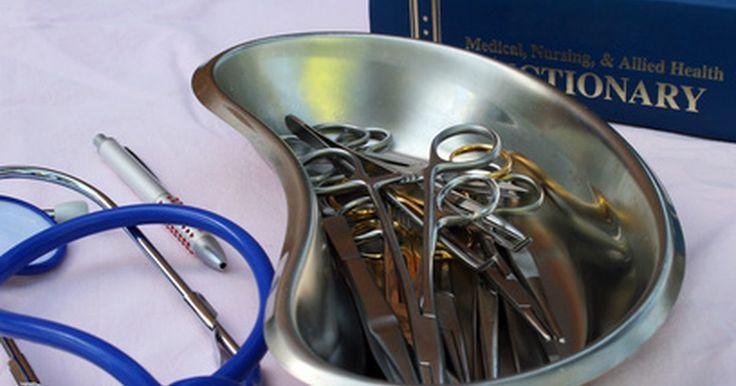 Cómo funciona un concentrador de oxígeno. Un concentrador de oxígeno es un instrumento médico que proporciona terapia de oxígeno a pacientes con enfermedades respiratorias. Los concentradores administran oxígeno más puro que el del aire. Se han hecho significativamente más populares que los tanques de oxígeno comprimido. A diferencia de los tanques, los concentradores no corren el riesgo ...