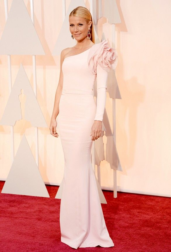 Gwyneth Paltrow's insanely awesome one-sleeved, ruffled Ralph & Russo gown at the 2015 Oscars