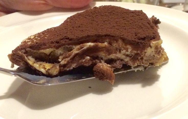 Dit is de meest waanzinnig lekkere Tiramisu ooit........er blijft eigenlijk nooit wat over. Maar pas op het is een calorieënbom en je kunt niet stoppen met eten.