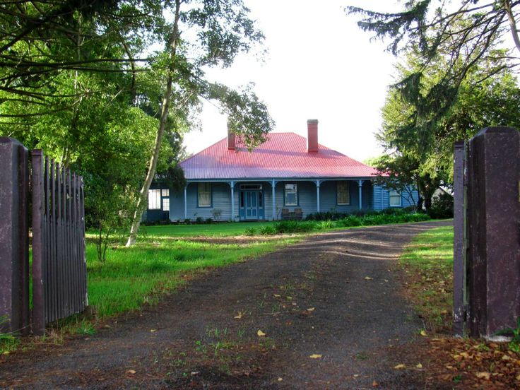 Gorgeous old homestead just out of Scottsdale (Dorset) North East Tasmania. Originally home to members of one of the towns earliest families.
