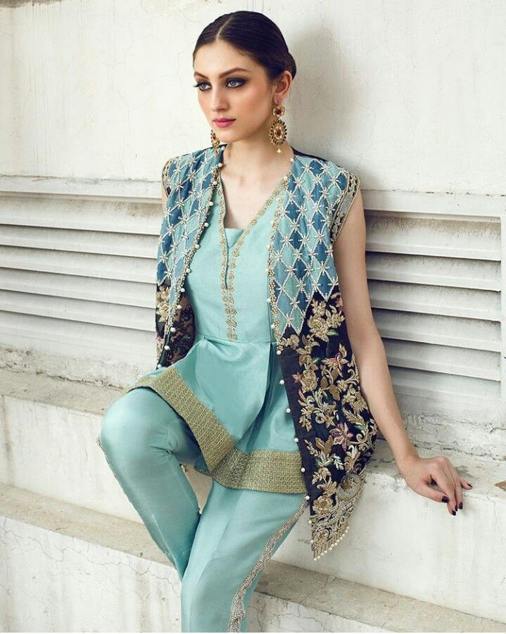 Saira Shakira Latest Luxury Pret Collection! #Gorgeous #Elegant #Style #SairaShakira #LuxuryPret #FormalWear #LuxuryFashion #SummerCasual #NehaRajpoot #PakistaniFashion #PakistaniModels #PakistaniCelebrities ✨