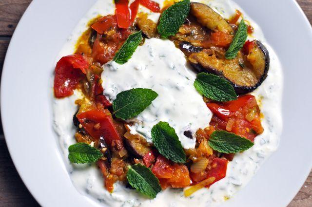 """""""Veggiestan - A Vegetable Lover´s Tour of the Middle East"""" von Sally Butcher ist eines dieser Kochbücher, die ich an einem Trödelnachmittag bei """"Goldhahn & Sampson"""" gefunden habe. Das erste Rezept,"""