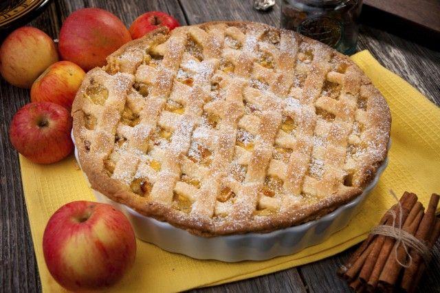 Μια εύκολη συνταγή για μια υπέροχη νηστίσιμη Μηλόπιτα / τάρτα. Μοσχοβολιστή, υπέροχη μηλόπιτα που σίγουρα θα την απολαύσετε. Για τη ζύμη: 300 γρ. χυμός πορ