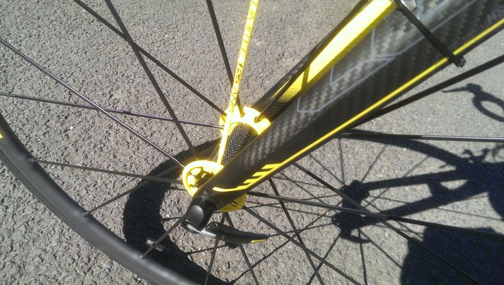 Yellow details on the fork match the yellow details on the wheels