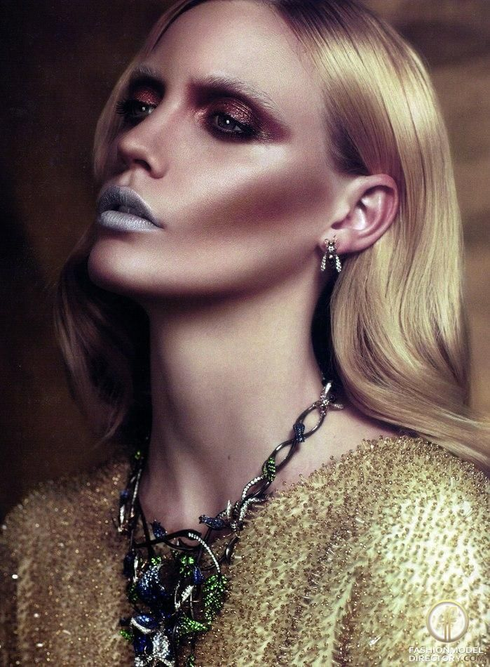 Extreme contour, silver lips. Catherine Harbour