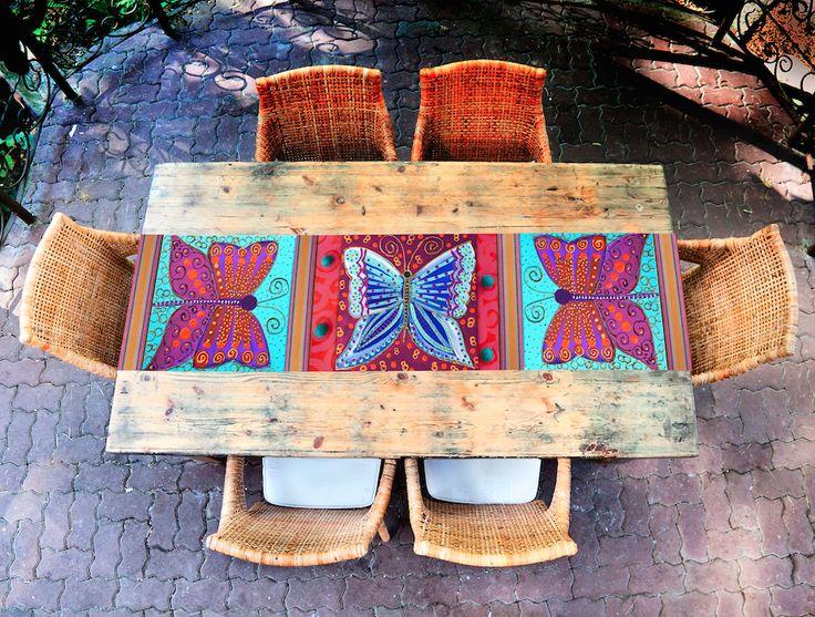 camino de mesa mariposa, estampado con una obra de la artista visual Isa Soler